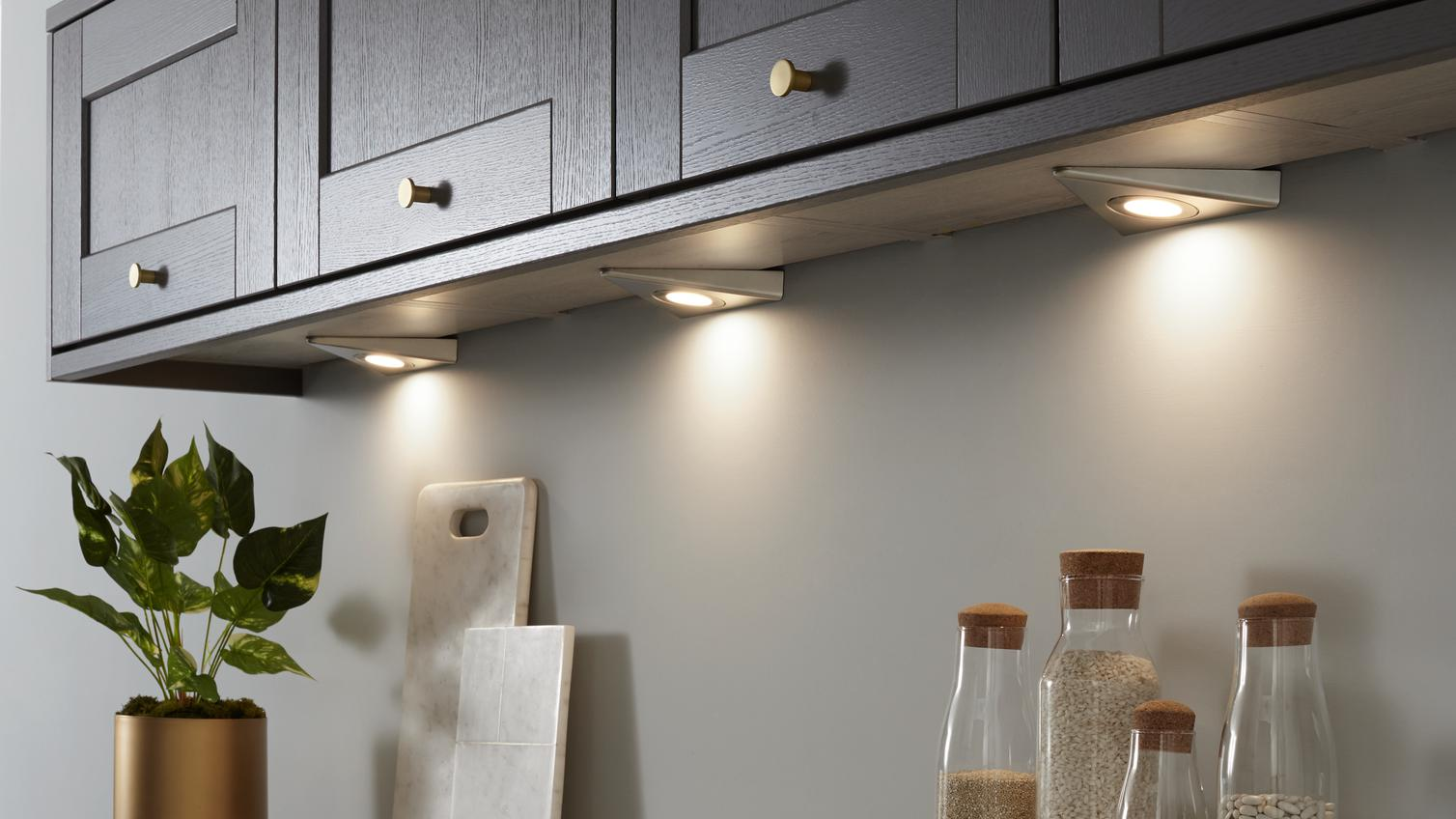 WHYARE CEILING LED PANEL LIGHTS THE BEST FOR BUSINESSES?