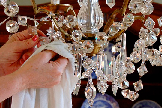 How Does Crystal Palace Lighting Clean Light Fixtures?